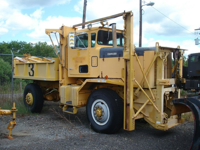 http://www.badgoat.net/Old Snow Plow Equipment/Trucks/Oshkosh Plow Trucks/Oshkosh Trucks/GW801H600-22.jpg